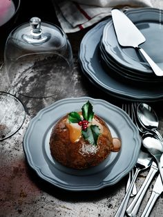 Det blir ingen riktig jul utan en Christmas pudding enligt engelsmännen. ARV porslin i grått.
