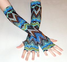 Atropine - Arm warmers made out of jersey knit fabric with a turquoise green zig zag tribal print - Handmade  by www.etsy.com/shop/mellode