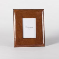 Classic photo frame, to treasure all your family memories.