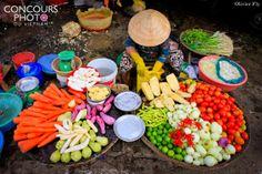 Marché vietnamien   Populeux, animé, et un peu désordonné, bruyant mais tout est encore frais.   Des bons plats prometteurs !