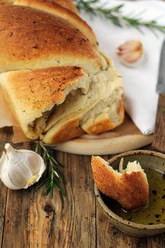 Zakręcony chlebek z czosnkiem i rozmarynem… – brunetkawkuchni Bagel, Sandwiches, Food Porn, Food And Drink, Appetizers, Healthy Recipes, Cooking, Impreza, Food Ideas