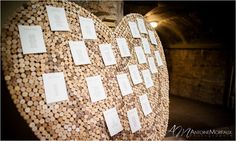 Mariage vigneron : le plan de table est réalisé avec des bouchons!  Winemakers wedding : the table numbers pinned on cork!