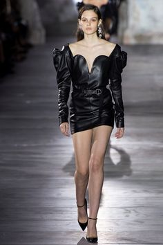 The complete Saint Laurent Spring 2017 Ready-to-Wear fashion show now on Vogue Runway. Fashion Week Paris, Fashion 2017, Runway Fashion, Spring Fashion, Fashion Show, Womens Fashion, Fashion Design, Fashion Trends, Saint Laurent