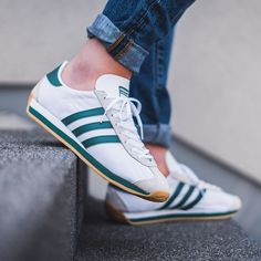 adidas Originals Country OG in bunt - Adidas Classic Shoes, Adidas Sneakers, Adidas Originals, Sneaker Trend, Adidas Country, Country Men, Trends, Nike Outfits, Casual Shoes