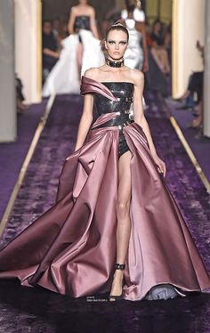 Atelier Versace Fall 2014 Couture ♔ Haute Couture Week Paris With the uniqueness, to me its beautiful.