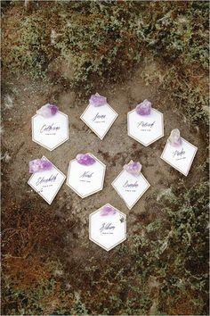 geometric wedding ideas | purple and white escort cards | geode wedding ideas | #weddingchicks