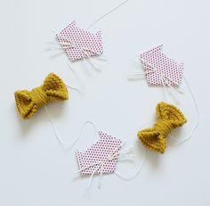 Guirlande origami tête de chat et nœud papillon en laine : Décorations murales par my-little-cat