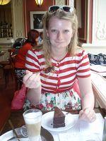 Nina Stroo, bekend van Nina Dinners, blogt ook voor Damespraatjes. Nina is gek opreisjes maken, eten, koken en shoppen