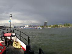 Met Rederij Succes kunt u een mooie rondvaart maken op het IJ. Niet met een traditionele rondvaartboot zoals er velen in de Amsterdamse Grachten varen maar met een echt Salonschip.