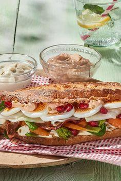 Köstliches Gemüsesandwich: Für den großen und kleinen Hunger. Rezept Getoastetes Frühlingssandwich mit mariniertem Gemüse. #cestbon