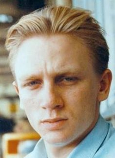 A young Daniel Craig. (The newest James Bond) Celebrities Then And Now, Young Celebrities, Celebs, Daniel Craig Young, Craig 007, Craig Bond, Craig James, Rachel Weisz, Popular People