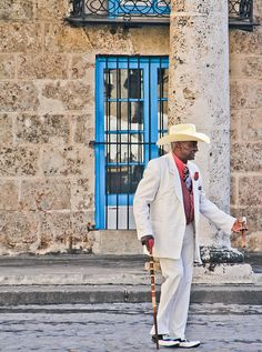 street style. (havana) #travelcolorfully