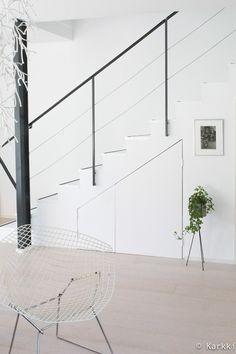 portaikko,valkoinen lattia,skandinaavinen,valkoinen sisustus