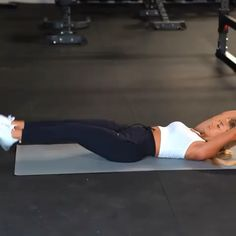 Flat stomach ab exercise with weight. Add this killer ab exercise to your workout plan to tone and tighten your abs. Fast Workouts, At Home Workouts, Loosing Belly Fat Fast, Lose Belly, Fitness Motivation, Fitness Video, Yoga For Weight Loss, Losing Weight, Best Diets To Lose Weight Fast