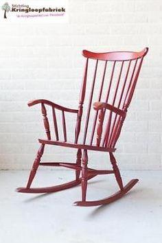 Prachtige rode schommelstoel! #kringloopfabriek