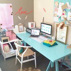 Petite Vintage Interiors | Decorar tu casa es facilisimo.com Kids Study Desk, Girl Desk, Pink Furniture, Art Studio At Home, Vintage Interiors, Little Girl Rooms, Home Office Desks, Creative Home, Room Decor Bedroom