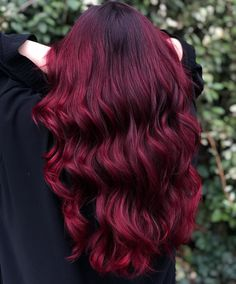 Shared by Hair & Hairstyles. Find images and videos about wavy hair, claret hair color and burgundy hair color on We Heart It - the app to get lost in what you love. Hair Dye Colors, Red Hair Color, Cool Hair Color, Dip Dye Hair, Dyed Hair, Up Hairstyles, Pretty Hairstyles, Pelo Color Vino, Mahogany Hair