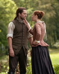 On Outlander Season 5 episode Young Ian wants to kill himself. Outlander book author Diana Gabaldon explains how grief has bonded him and Roger. Claire Fraser, Jamie Fraser, Diana Gabaldon, Duncan Lacroix, Outlander Tv Series, Starz Series, Outlander Novel, Outlander Season 3, Outlander Quotes