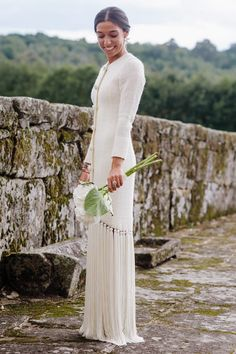Paloma, the bride who fused fringes and 'tweed' in the same dress – My Wedding Dream Wedding Dress Backs, Weeding Dress, Gorgeous Wedding Dress, Wedding Dress Sleeves, Colored Wedding Dresses, Beautiful Gowns, Bridal Dresses, Gown Wedding, Dress Lace
