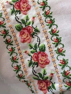 Cross Stitch Borders, Cross Stitch Rose, Cross Stitch Flowers, Cross Stitch Designs, Cross Stitching, Cross Stitch Patterns, Rose Mehndi Designs, Basic Embroidery Stitches, Crochet Bedspread