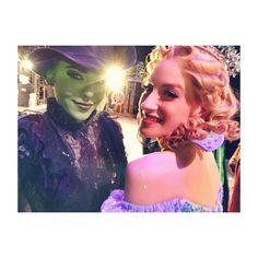 Danna Paola (Elphaba) & Cecilia de la Cueva (Glinda) - Wicked México