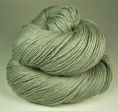 Pflanzengefärbte feine Wolle mit Seide & Ramie ❉ 425m ❉ pflanzengefärbt mit fränkischen Ligusterbeeren!