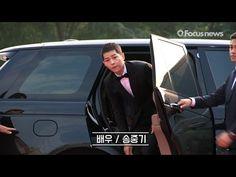 '서울드라마어워즈' 송중기(Song Joongki,宋仲基), 까까머리로 레드카펫 성큼 성큼 - YouTube