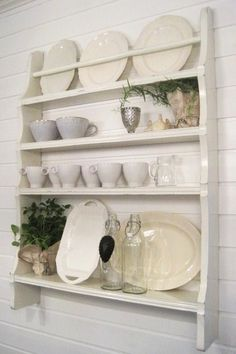 Plate Rack Wall, Diy Plate Rack, Plate Shelves, Plates On Wall, Farmhouse Style Kitchen, Farmhouse Decor, Painted Curtains, Builder Grade Kitchen, Custom Plates
