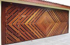 Portão de Madeira EP-310 pode ser revestido com madeira ipê ou jatoba no desenho vertical, diagonal, espinha de peixe ou losango (assoalho, deck ou lambril).