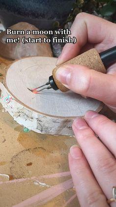 Wood Burning Tips, Wood Burning Techniques, Wood Burning Crafts, Wood Burning Patterns, Diy Home Crafts, Cute Crafts, Creative Crafts, Wood Crafts, Wood Burn Designs