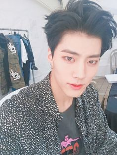 """IMFACT Fancafe update: 160605  Jeup:  """"박제업  93년 3월 27일생  닭띠  에이형  남자  취미 캘리그라피""""  (trans. """"Park Jeup  Born 93/03/27  Year of the Rooster  Man  Hobbies: Calligraphy"""")"""