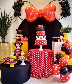 Mickey Mouse Birthday Decorations, Mickey 1st Birthdays, Minnie Mouse Theme Party, Mickey Mouse Clubhouse Birthday Party, Mickey Mouse Parties, Minnie Birthday, Disney Parties, Cupcakes Mickey, Minnie Mouse Table