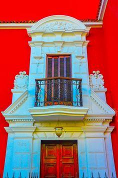 El balcon de una casa de playa en Callao, Peru. Balcony of a beach house in Callao-Peru