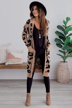 These casual Fall outfits are perfect for fall. Comfy fall outfits for woman. Cute fall outfits for school Cute Cardigan Outfits, Cute Fall Outfits, Fall Winter Outfits, Autumn Winter Fashion, Leopard Cardigan Outfit, Casual Winter, Winter Cardigan Outfit, Cardigan Fashion, Fall Fashion Outfits