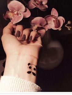 Fashion Arabic Style   Illustration   Description   عيش مع إللي ؛ يشتري الفرحــھ معــگ ، مَ يتخلىٰ وٰلـآ يمل وٰلـآيثقل عليگ.    – Read More – Henna Tattoo Designs Simple, Unique Mehndi Designs, Mehndi Designs For Fingers, Beautiful Henna Designs, Mehndi Design Pictures, Mehndi Images, Body Art Tattoos, Small Tattoos, Print Tattoos