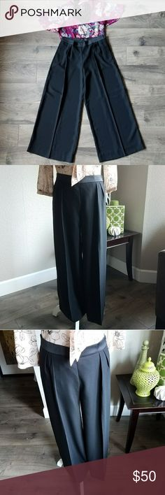Bananas Republic pleated culottes New with tags.  Banana Republic pleated culottes.  Very chic and stylish.  Can take you from day at the office to night out in the town.  Very cute and versatile style.  Work attire.  Smoke free and pet free home. Banana Republic Pants Wide Leg
