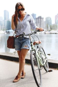 How to bike in style // Denim cut-off shorts, striped oxford shirt, cross-body bag, brogues. Denim Fashion, Women's Fashion, Fashion Trends, Oxford Shoes Outfit, Bike Style, Matching Outfits, Short Outfits, Simple Dresses, What To Wear