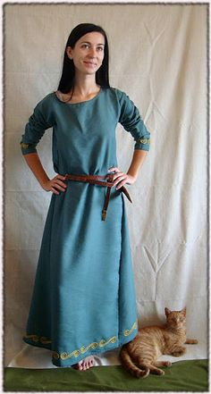 handemade viking/ slavic dress, made of linen. Early medieval.