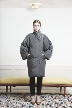 Rützou grey down coat with zipper and kimono inspired sleeves