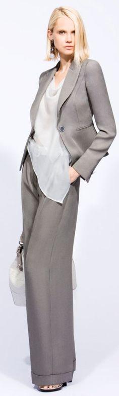 The complete Giorgio Armani Resort 2010 fashion show now on Vogue Runway. Estilo Fashion, Grey Fashion, Office Fashion, Work Fashion, High Fashion, Fashion Show, Womens Fashion, Fashion Trends, Giorgio Armani