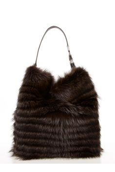 Fabulous fur bag by Oscar de la Renta Fall 2012 Fur Purse, Fur Bag, Best Handbags, Purses And Handbags, Fur Fashion, Fashion Bags, Sporty Fashion, Fashion Women, Winter Fashion