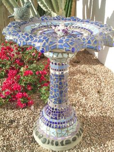 Mosaic bird bath. I like it! I see a makeover in my birdbath's future!