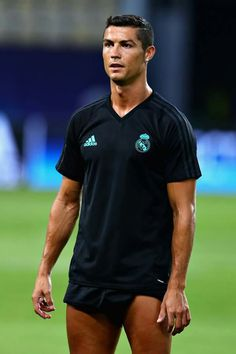 Cristiano Ronaldo in action during a Real Madrid training session ahead of the UEFA Super Cup at the National Arena Filip II Macedonian on August 2017 in Skopje, Macedonia. Get premium, high resolution news photos at Getty Images Juventus Fc, Cristiano Ronaldo Juventus, Neymar, Messi, Team 7, Garth Bale, Portugal National Football Team, Real Madrid Training, Uefa Super Cup