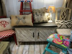 milk paint furniture booth | Visit to Alyssa's Antique Depot in Pace, Florida, Petticoat Junktion