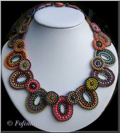 Für irgendwas muss es ja gut sein, dass man immer und immer Perlen aller Farbschattierungen sammelt. Herbstfarben pur. Tot...