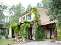 MAISON DE LA BRESQUE Self-catering rental home in Provence with private heated pool Salernes, Provence Sleeps: 8 - 2012 peak season: € 2,595 euros per week Spacious country house 2 acres of private gardens Solar-heated pool 10 x 5m 4 bedrooms / 3 bathrooms Easy access to Cannes and Mediterranean beaches