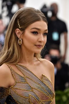 The superstar that I love. Gigi Hadid, you're the best model Gigi Hadid ever had The superstar that I love. Gigi Hadid, you're the best model Gigi Hadid ever had Hair Inspo, Hair Inspiration, Model Tips, Grunge Hair, Celebs, Celebrities, Prom Hair, Fashion Beauty, Classy Fashion