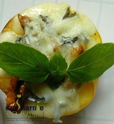 Zapiekane morele z orzechami i serem pleśniowym