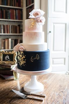 Navy blue wedding cake with gold leaf and a touch of blush wedding Cakes blue Blush Pink Wedding Cake, Navy Blue Wedding Cakes, Burgundy Wedding Cake, Big Wedding Cakes, Wedding Cake Roses, Wedding Cakes With Flowers, Wedding Cake Designs, Blue Bridal, Wedding Ideas