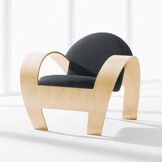 """""""The Niilo Chair, with its dramatic curves and contemporary elegance, is the culmination of advances in wood moulding technology"""". Nienkämper."""